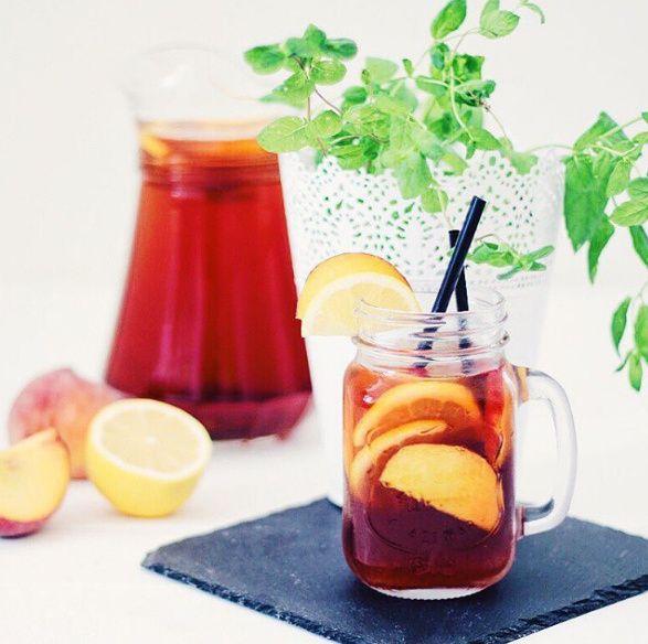Broskvový ledový čaj