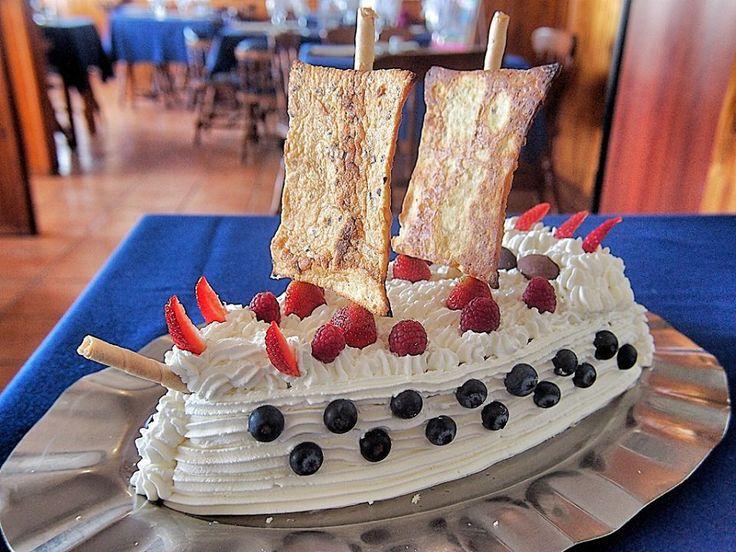 Tarta de cumpleaños. LA VELA Pizzeria restaurante en El Campello. Alicante