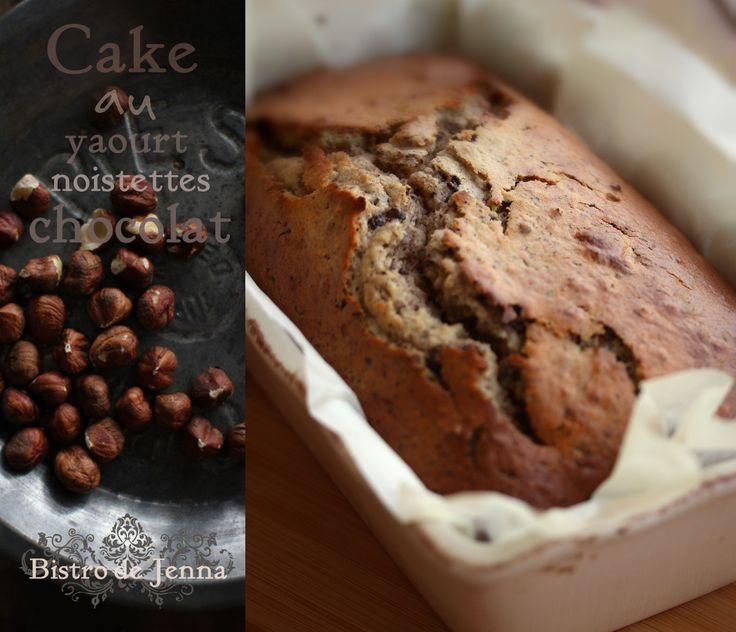 Cake au yaourt, noisettes et chocolat INGREDIENTS: (pour 6 personnes) 250 g de yaourt nature ou fromage blanc nature 120 g de sucre semoule 2 sachets de sucre vanillée 3 oeufs 180g de farine 30 g de beurre demi-sel fondu 1/2 sachet de levure chimique...