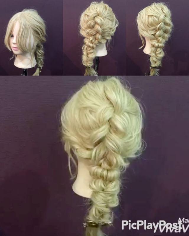 先日の裏編み込みの編み下ろしアレンジ動画✨ 1,横と後ろを分けます 2,後ろを三つ編みの裏編み込みを作ります 先に崩します 3,横の髪をロープ編みにします 4,横の髪と2番の裏編み込みんとを一緒に結びます 5,アレンジスティックを4番のゴムにさします 6,ゴムを隠します 7,余ってる髪の毛をゴムで結びくるりんぱを作ります 8,連続くるりんぱを作りす Fin,崩したら完成です 参考になれば嬉しいです^ ^ 使用しているアクセは @p.h.ac さんのヘアアクセです!是非チェックして下さい #ヘア#hair#ヘアスタイル#hairstyle#サロンモデル#サロモ#撮影#編み込み#三つ編み#フィッシュボーン#ロープ編み#まとめ髪 #アレンジ#結婚式#ブライダル#ヘアアレンジ#アレンジ動画#アレンジ解説#香川県#高松市#丸亀市#宇多津#美容室#美容院#美容師#emma