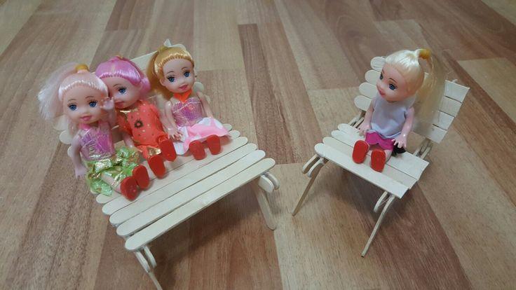 Altın kızlar çaya  geldi. Dondurma çubuklarından minik sandalyeler