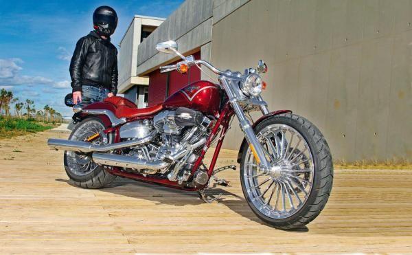 Harley-Davidson CVO Breakout ¡bacanal de detalles! | Solomoto