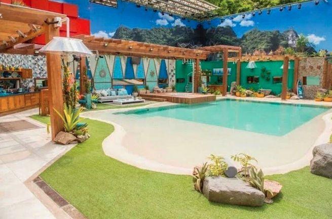 A Cristal Pool está na casa mais vigiada do Brasil.😱    A piscina com estilo praiano do #bbb18 foi revestida com a linha Beaches, que simula areia compactada, disponível aqui na Toque Final Boutique!    Quer saber mais? Vem tomar um café com a gente!      #bbb18 #cristalpool #toquefinal #vempratoquefinal #sjc #arquitetura #design #sjcampos #revestimentosespeciais #revestimentos3d #verāo #home #decoration #homedecor #architecture