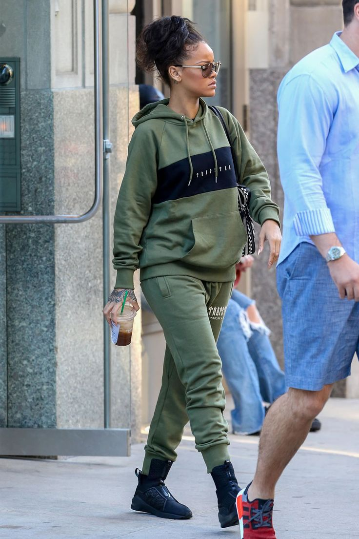 Rihanna was spotted in NYC wearing a Trasptar hoodie and sweatpants. Get more…