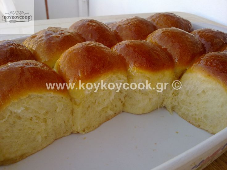 BREAD ROLLS WITH BUTTER AND HONEY