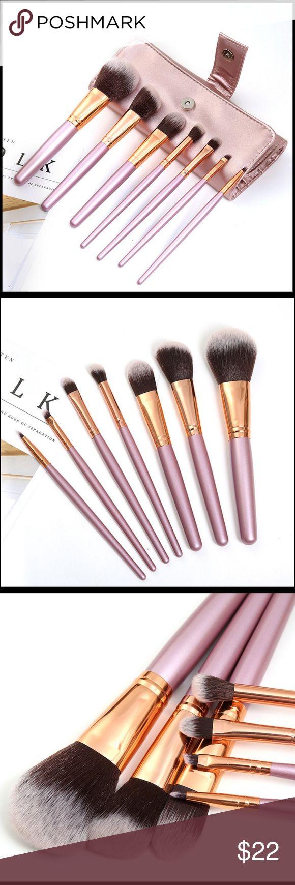NEW 7pc Travel Makeup Brush Set W / Bag Travel makeup