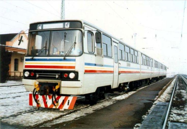Ikarus sínautóbusz, melynek prototípusa 1983-bankészült el. A kétrészes dízel motorvonat a Budapesti Nemzetközi Vásáron mutatkozott be a nagyközönség előtt. Bár magát a modellt nagy érdeklődés övezte, ténylegesen csak a maláj Keretapi Tanah Melaju Berhad (KTMB) vasúttársaság rendelt belőle 10 darabot 1986-ban. A vonatokat a Ganz gyártotta Ikarus autóbuszelemekből a KTMB részére, a legutolsó 1992-ben hagyta el a gyárat.