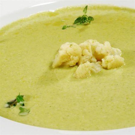 Суп-пюре из цветной капусты и картофеля https://www.go-cook.ru/sup-pyure-iz-cvetnoj-kapusty-i-kartofelya/  Быстрый и достаточно легкий в приготовлении овощной суп-пюре. Идеально подойдёт в качестве детского питания. Весь набор требуемых ингредиентов является весьма доступным. Рецепт супа — пюре из цветной капусты и картофеля Время подготовки: 10 минут Время приготовления: 40 минут Общее время: 50 минут Кухня: Русская Тип: Первое блюдо Порций: 4 Ингредиенты Полкило картофеля Шестьсот грамм…