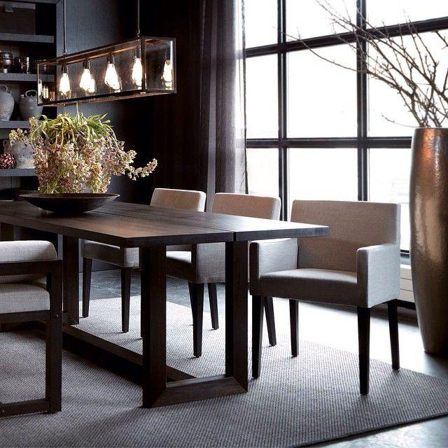Instagram media by slettvoll_no - En liten frokost eller et stort middagsselskap. Ingenting bedre enn et romslig spisebord og komfortable stoler. #slettvoll