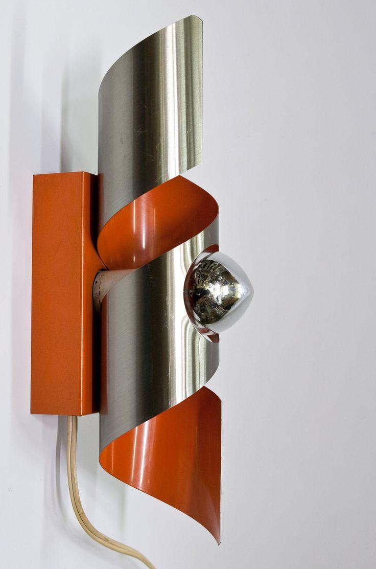 raak-design-wandlamp-oranje-en-mat-zilver
