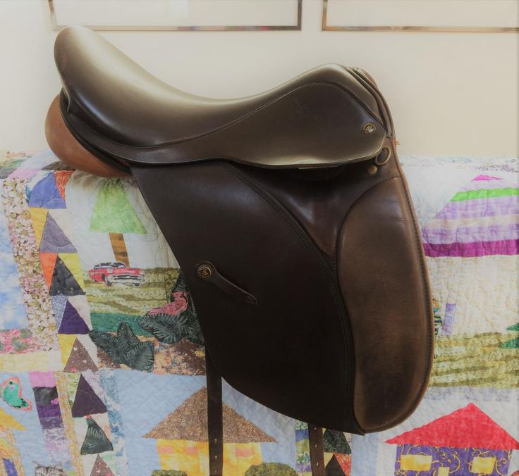 "ALL PURPOSE WYCHANGER BARTON ENGLISH SADDLE FOR SALE: Older, Wychanger Barton All Purpose, 17.5""/M, English Saddle, with 22 inch leather girth and fleece lined carrying bag. This rare saddle is in very good used condition."