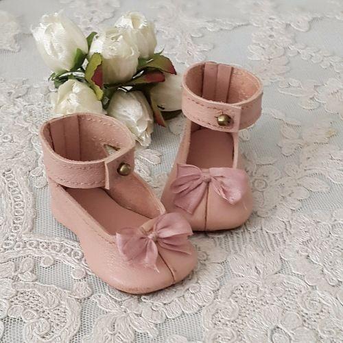Туфельки сшиты по антикварной выкройке, кестнеровских туфель, из натуральной кожи, нежно розового цвета. Стелька и подошва кожа. Предназначены для антикварных / 1 500р