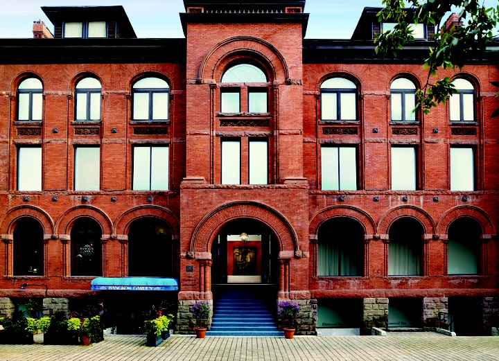 Elmwood Spa, Canada's largest day spa, is housed in a landmark historic building dating back to 1889 when it was the original Toronto YWCA. Extensive renovations have been completed, keeping the façade intact.