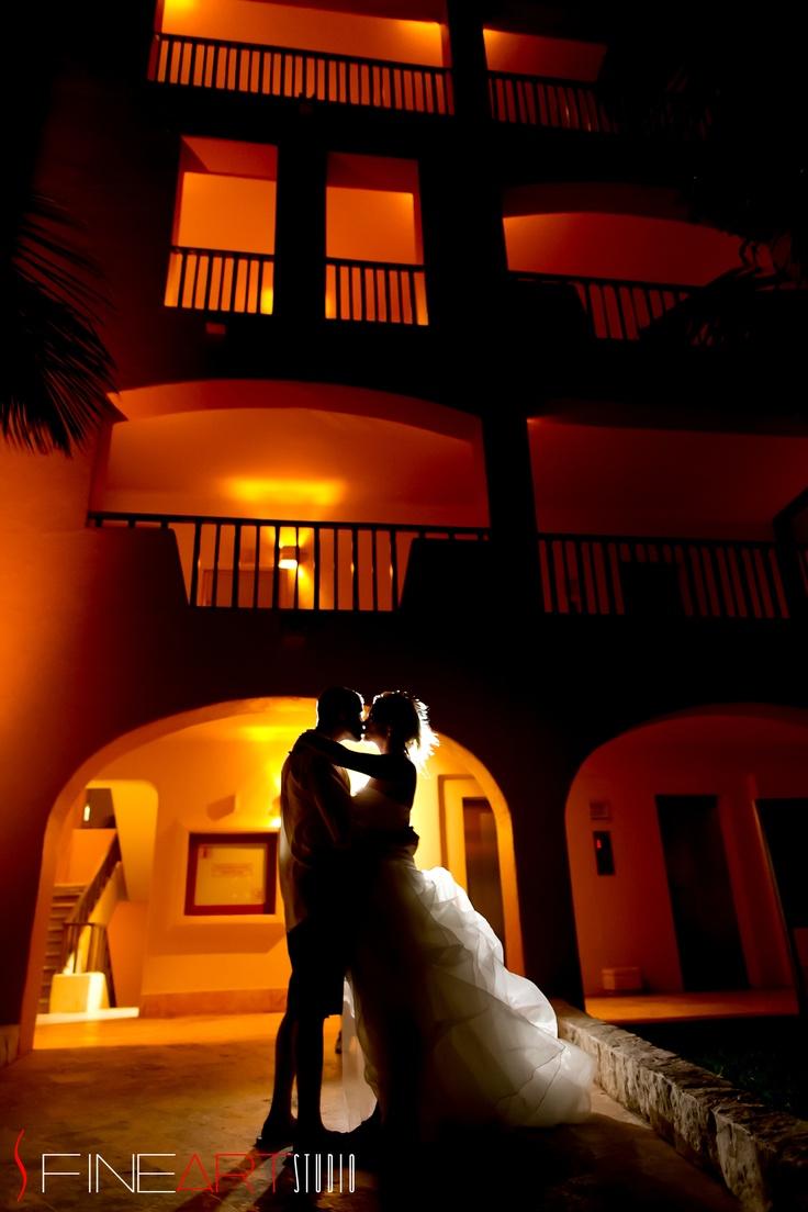 Utmost romantic good night kiss at Fiesta Americana Condesa ©FineArt Studio Photography