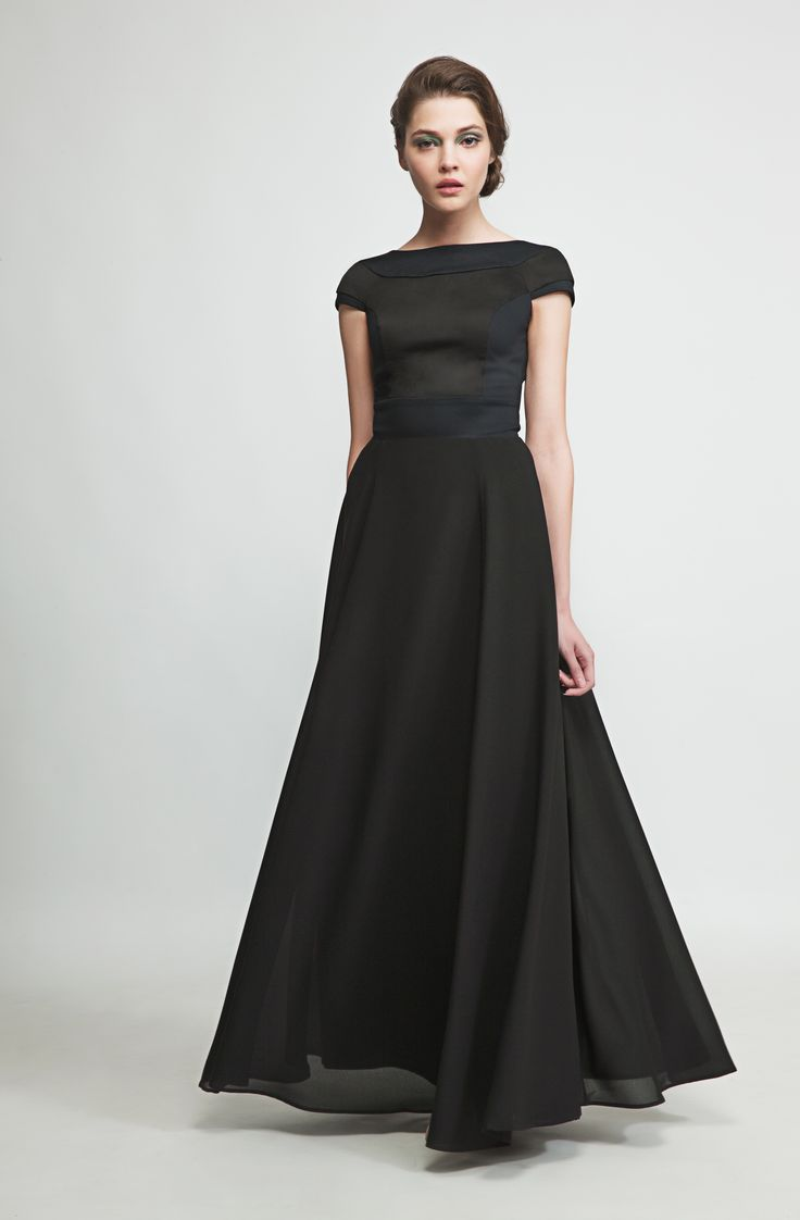 This flowing maxidress in elegant black will make you stand out in any crowd. www.marimofashion.com