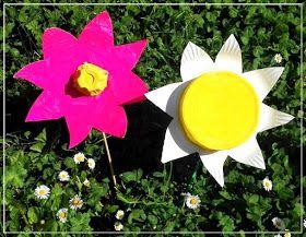 De jolies fleurs de printemps en carton