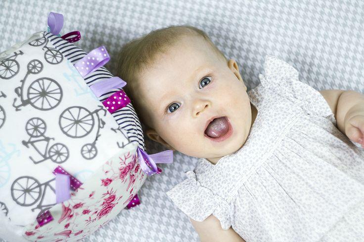 Lollifox kostka sensoryczna - idealna zabawka dla maluszka  Lollifox sensory cube - perfect for your baby  http://lollifox.com/pl/c/EDUKACYJNE/118