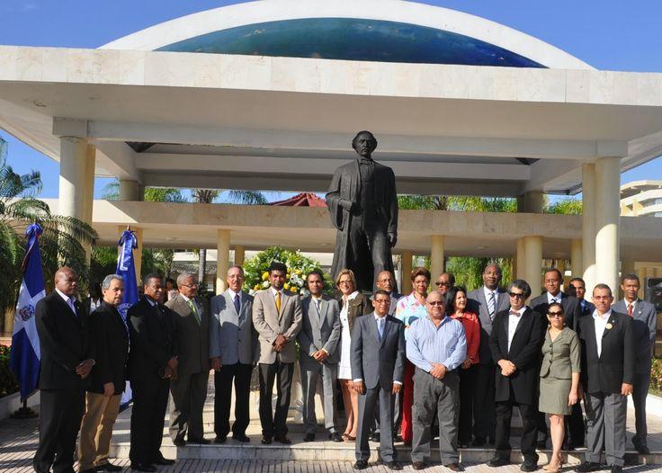Armario de Noticias: Facultad de Artes UASD celebra 14 años de fundada...