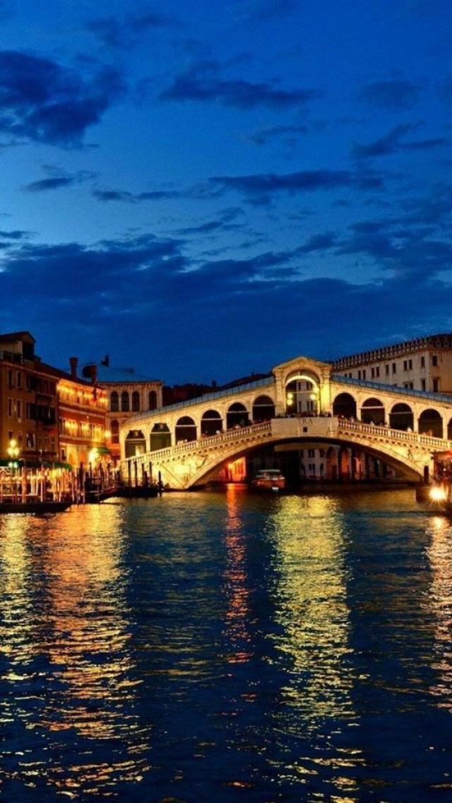 Rialto Bridge, Venice, Italy #Italian #Food
