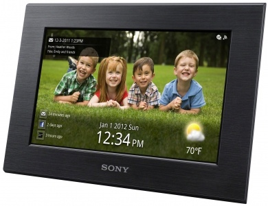 """W700 Digitaler Bilderrahmen  Neue Fotos einfach auf Ihren Bilderrahmen laden    WVGA-LC-Touchscreen (18 cm/7""""), Wi-Fi®, 1 GB Speicher, Wettervorhersagen, Ein-/Aus-Timer    Geben Sie Fotos von Ihrem PC ganz ohne Kabel wieder  Lassen Sie per E-Mail oder Facebook versandte Fotos automatisch anzeigen  Benutzerfreundlicher Touchscreen"""
