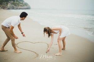 Sesión de fotos de pareja en primavera en la playa en barcelona (18)