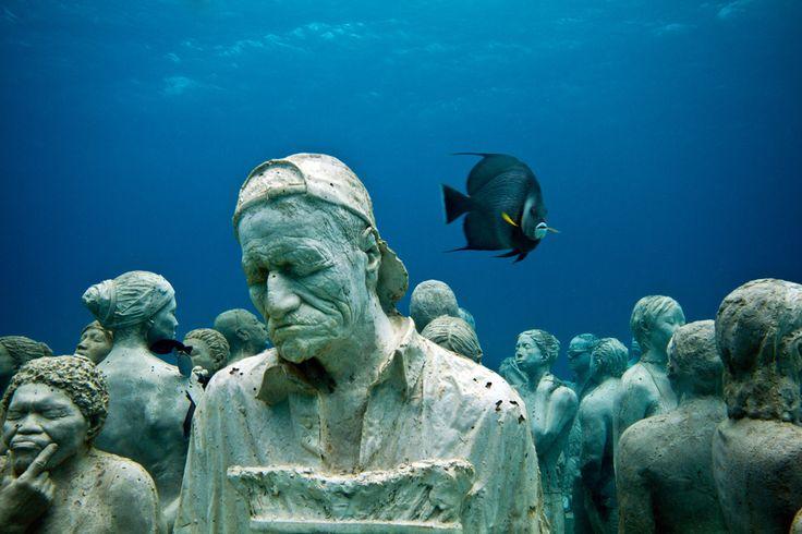PHOTOS. Un musée sous-marin au Mexique: de splendides clichés d'un musée insolite