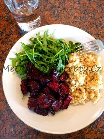 Medový salát s červenou řepou a quinoou