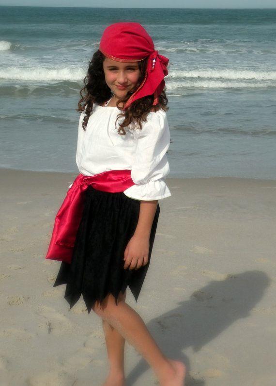Cette liste est pour un magnifique ensemble de jeune fille Pirate, main faite de matériaux de haute qualité et modelé par 1 très adorable 7 ans