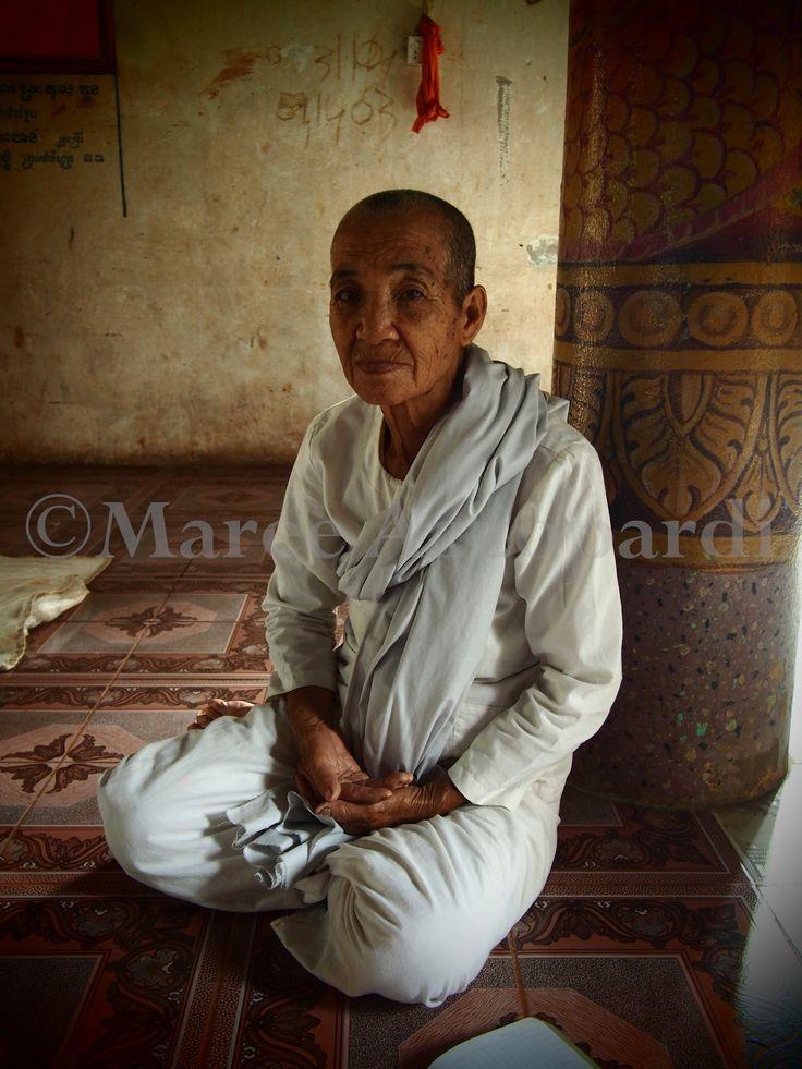 Buddhist Nuns at Wat Hanchey, Cambodia www.cameraandcampari.com