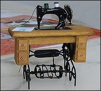 Great model for traditional sewing machine + tutorial (Fr) | Source: Miniaturama