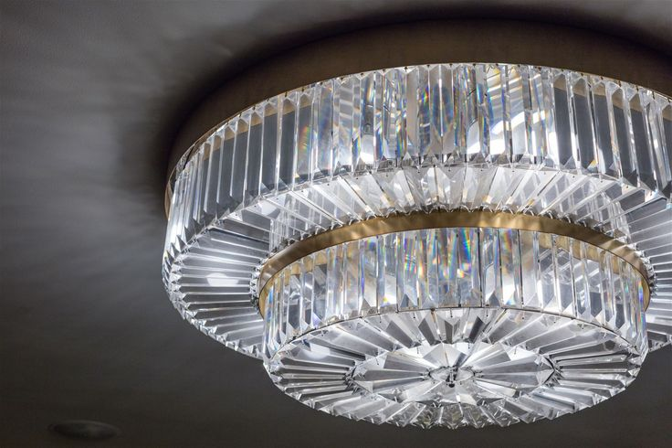 Royal Sonesta Harbor Court Baltimore, USA. Emitting elegance through several crystal chandeliers in this picturesque waterfront hotel. #design #light #lighting #chandelier #elegance #hotel #hospitality