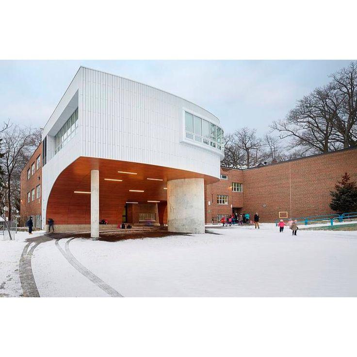 Школа Святого Дениса в Торонто Материал: FibreC öko skin slat wall panels www.profasad.ru/fibrec/ #fibrec #фибробетон #фибробетонныепанели #profasad #профасад