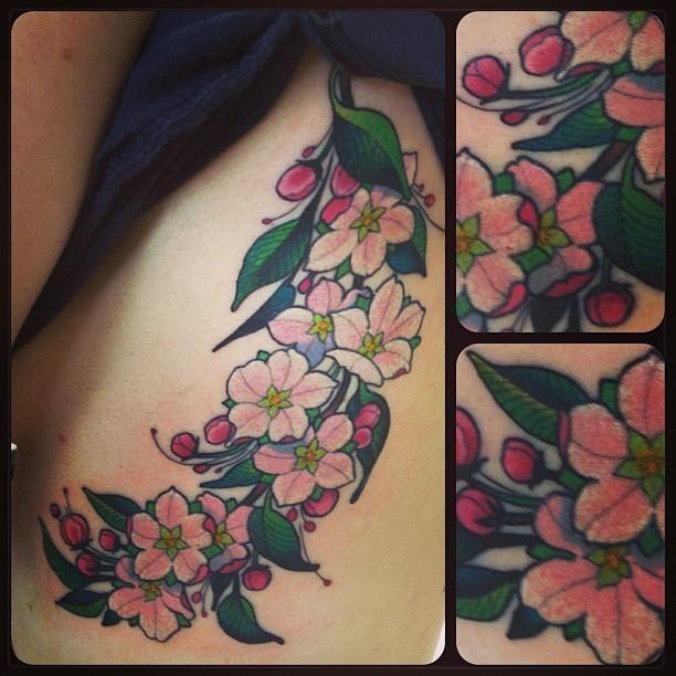 Light pink flowers and small flower buds.   Tattoo.com