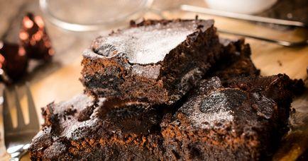 Иногда привычные рецепты фирменных блюд надоедают. Настало время экспериментировать: приготовьте полезный и вкусный вариант любимого шоколадного десерта брауни.
