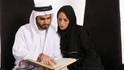 Dress - The dress code of the women in Dubai is based in the respect of the religion and culture of the UAE. The men dress is based on the traditional which is Kandora, and Ghutra