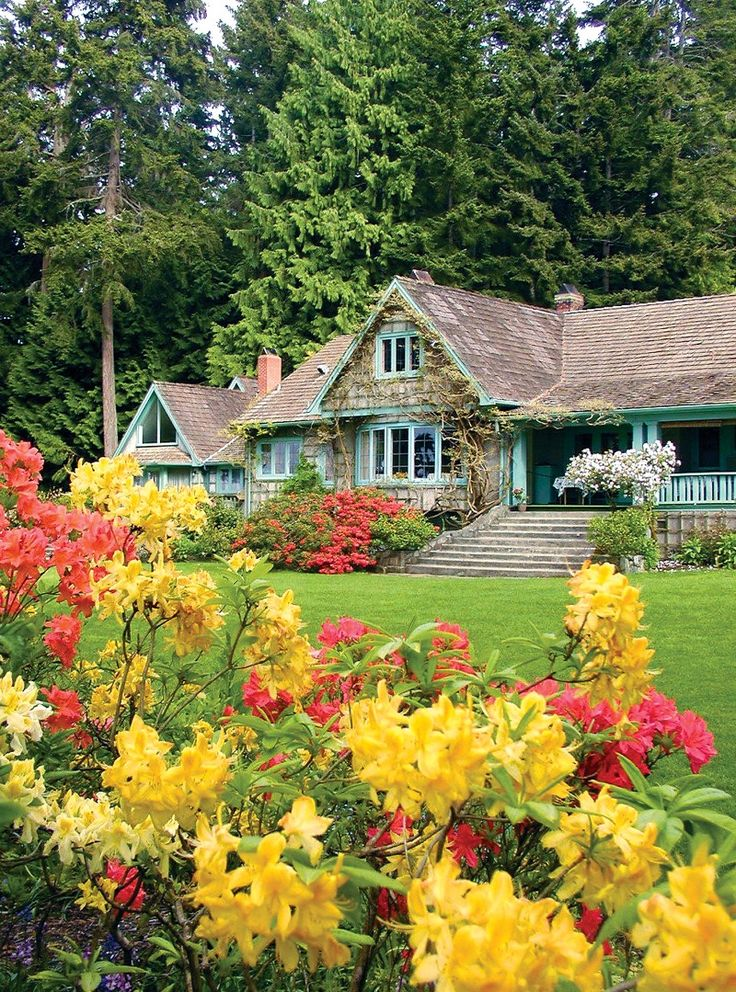 Rich in royal history, Milner Gardens and Woodland is home to 10 acres of lush gardens, which in turn are surrounded by an old-growth forest seven times that size. #ExploreCanada #exploreBC #exploreVancouverIsland #myPQB