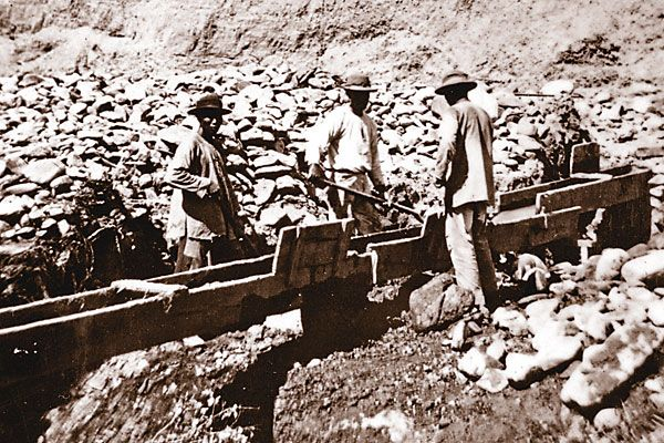 Chinese laborers played a prominent role in the construction of the Central Pacific Railroad.