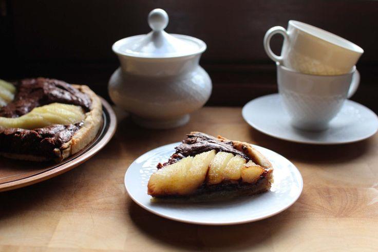Tarte au chocolat, aux noisettes, et aux poires  http://www.royalchill.com/2015/03/13/tarte-aux-poires-aux-noisettes-et-au-chocolat/ #tarte #chocolat #poire