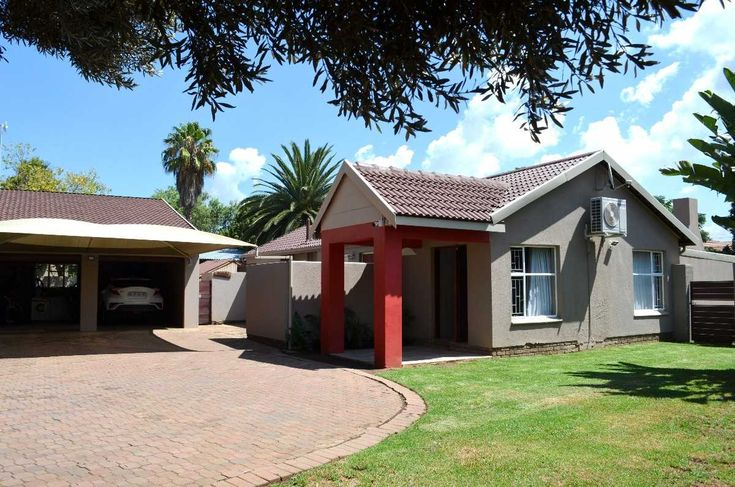 SITUATED IN A BOOMED-OFF AREA CLOSE TO BAKENKOP PRIMARY AND OTHER AMENITIES! This incredible property offers modern finishes, state of the art security for your peace of mind and an entertainment...