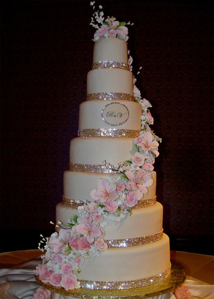Glitter Wedding Cake! I'm in love! Needs red flowers not pink