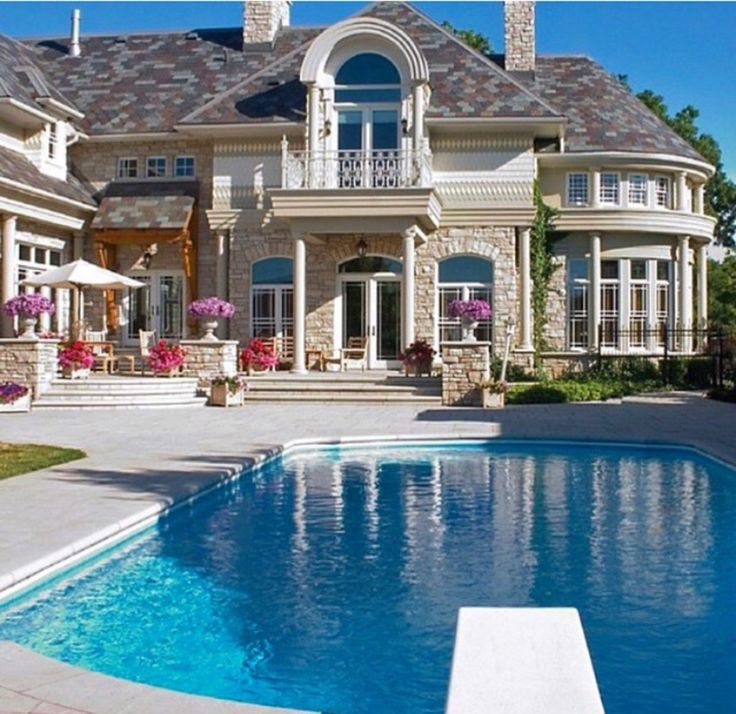 17 best images about home sweet home on pinterest for Nice houses with pools