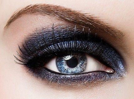 .Makeup Trends, Dark Eye, Makeup Tips, Blue Eye Makeup, Makeup Ideas, Makeup Eye, Eyeshadows, Eyemakeup, Smokey Eye