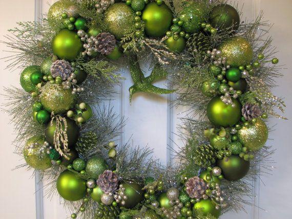 Shades of Green Christmas Heirloom Wreath door CelebrateAndDecorate
