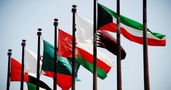 سلطنة عمان والسعودية تقودان قرار ا مفاجئ ا يقلب الأوضاع في الخليج Outdoor Decor Home Decor Decor