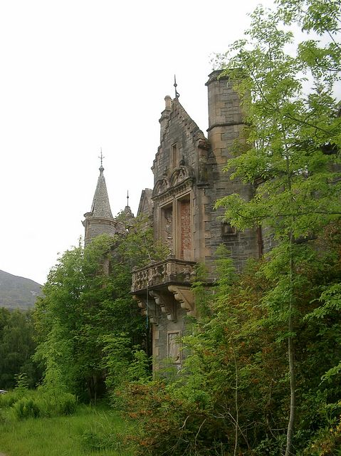 Dunalastair is an estate which lies along the River Tummel between Tummel Bridge to the east, and Kinloch Rannoch to the west. It was home to Clan Donnachaidh, which includes names such as Robertson, Duncan and Reid, and the estate contains the burial ground of the chiefs of the Clan Donnachaidh.