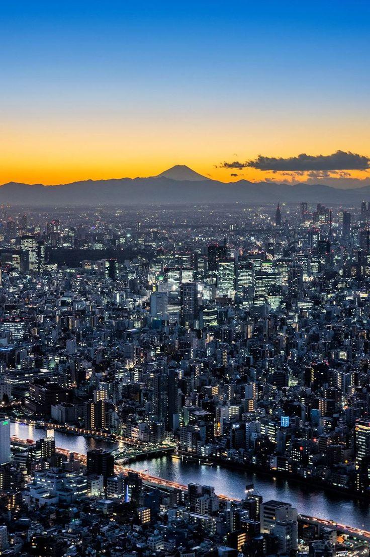 Tokyo sunset with Mt. Fuji, Japan | Yusaku Shiiba