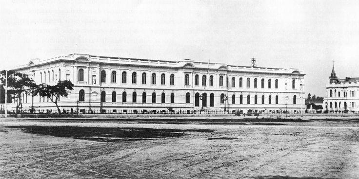 Final século 19 - Escola Normal, atual escola Caetano de Campos, na praça da República. Projeto de Ramos de Azevedo.