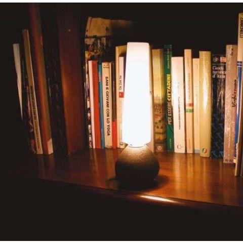 Mon amour elettrica este o lampa de masa cu design clasic, cu baza din fier si dispersor din sticla suflata manual, rezultatul fiind unul exceptional.  Mai multe produse din oferta TLB Electro le puteti gasi pe http://www.tlbelectro.ro/corpuri-de-iluminat-mon-amour-elettrica-lampa-masa-design-rustic-viabizzuno.html