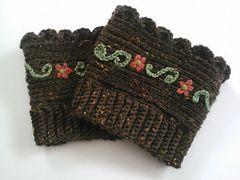 Extra toppings please - free crochet boot cuffs pattern by Mia's Heartful Hands. ╭⊰✿Teresa Restegui http://www.pinterest.com/teretegui/✿⊱╮
