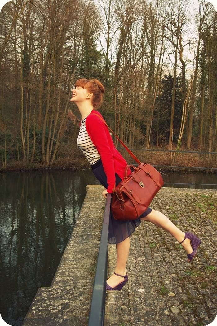 blog: Style, Red Cardigans, Travel Essential, Bags